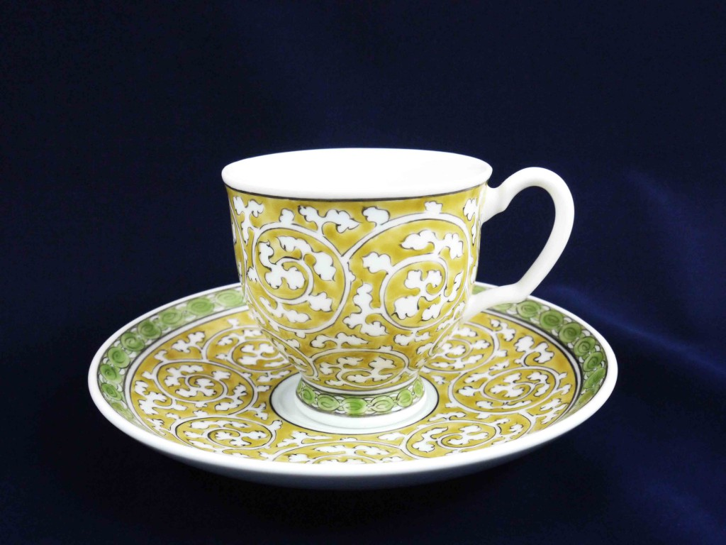 黄彩唐草紋碗皿