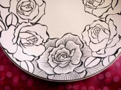 墨はじき 薔薇絵碗 線描き