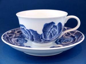 墨はじき薔薇絵碗皿