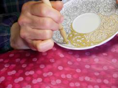 黄彩唐草紋碗皿 上絵 濃み
